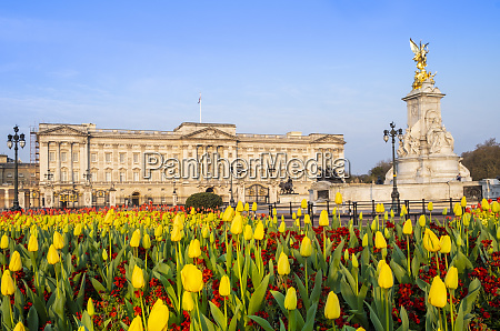 the facade of buckingham palace the
