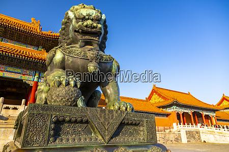 dragon sculpture in the forbidden city