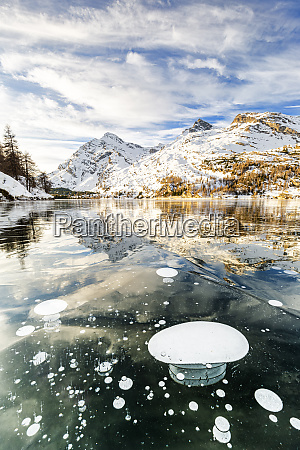 methane bubbles in the icy surface