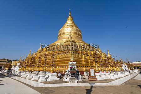 golden shwezigon pagoda nyaung u near