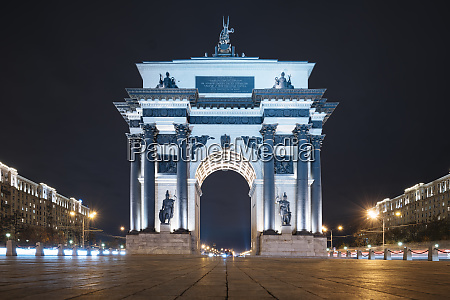 moscow gate of triumph at night