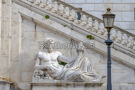 palazzo senatorio fountain of the goddess