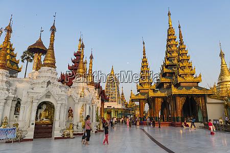 shwedagon pagoda at sunset yangon rangoon