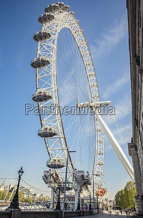 london eye at morning rush hour