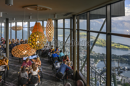 restaurant, with, glass, walls, overlooking, lake - 28784329