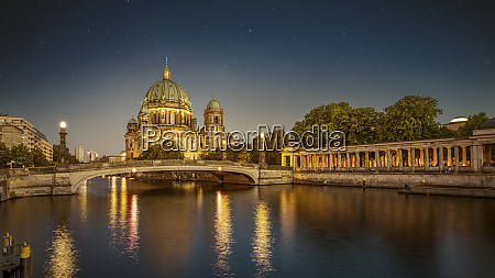 the famous berlin cathedral at night