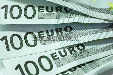 many euro bills