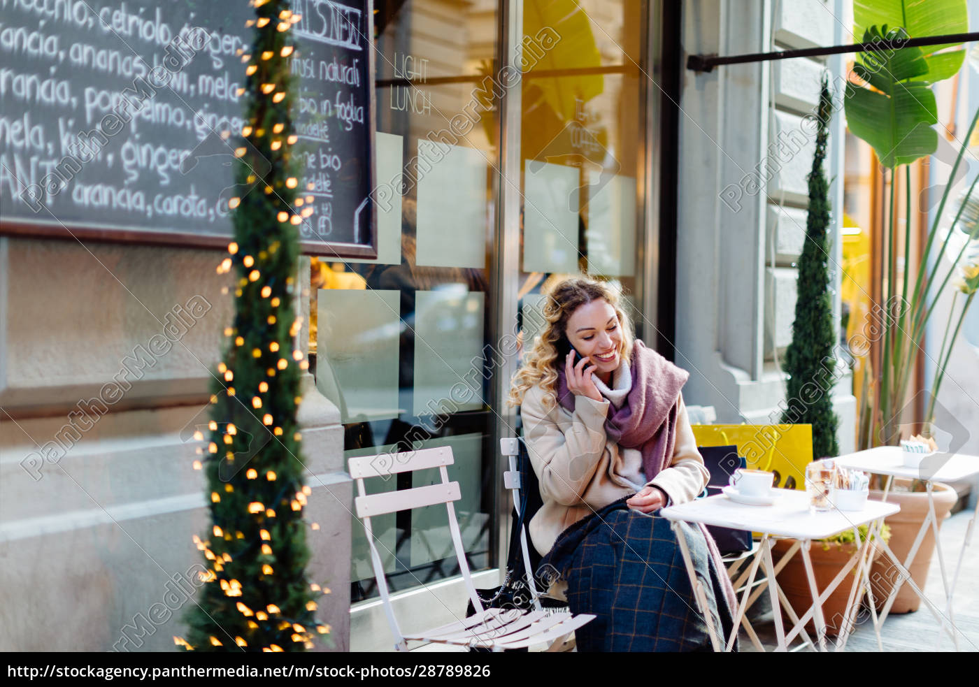 woman, using, smartphone, at, cafe, , firenze, - 28789826