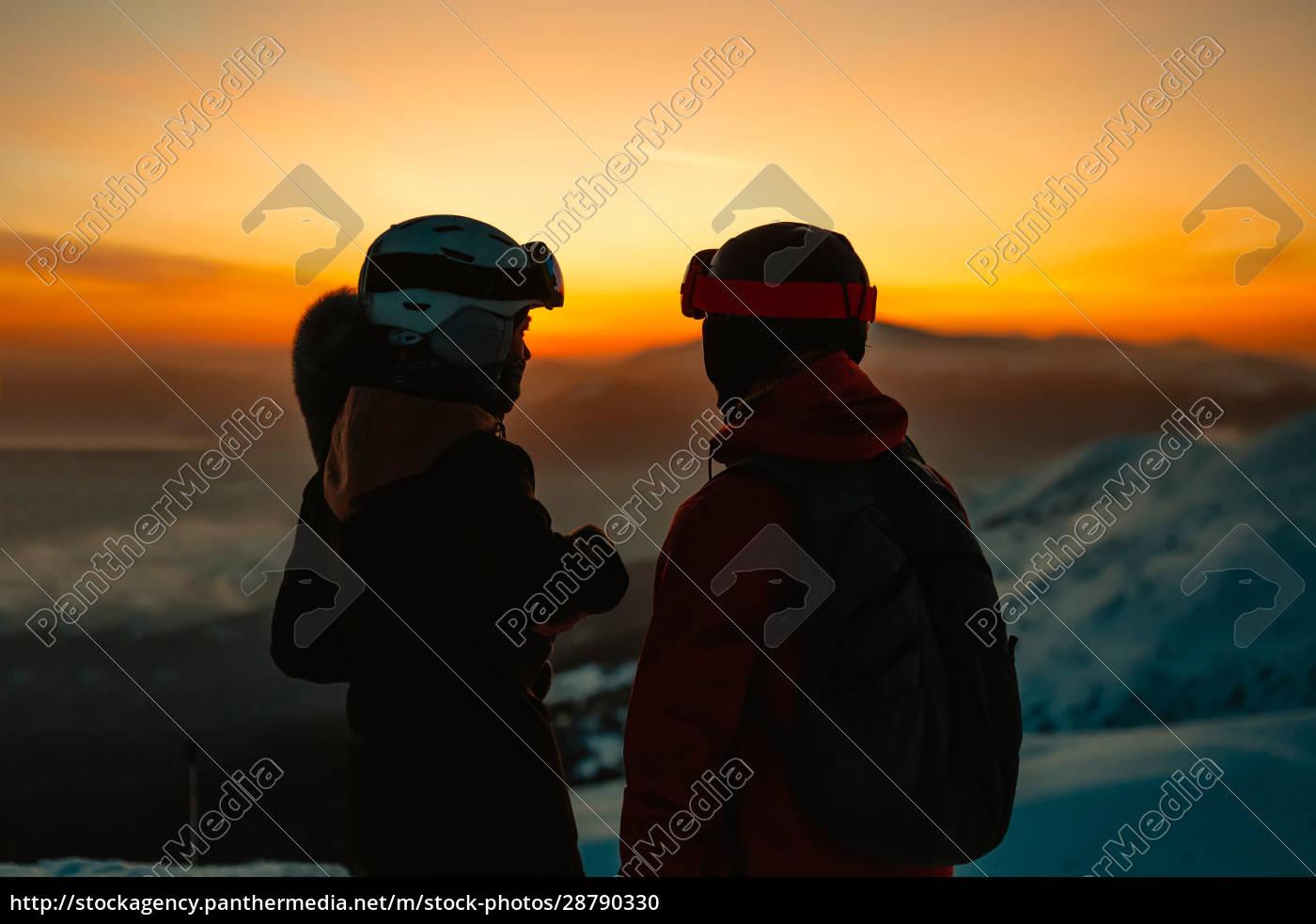 silhouette, of, two, people, wearing, ski - 28790330