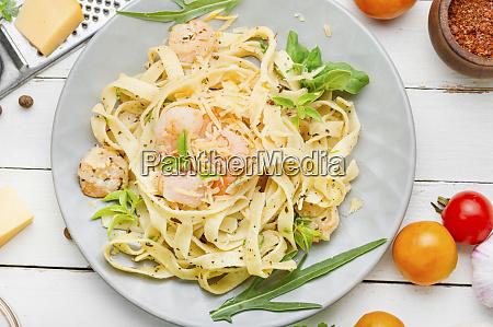 spaghetti pasta with shrimps
