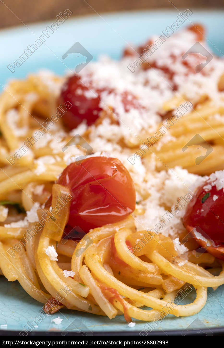 spaghetti, pasta, with, cherry, tomatoes - 28802998
