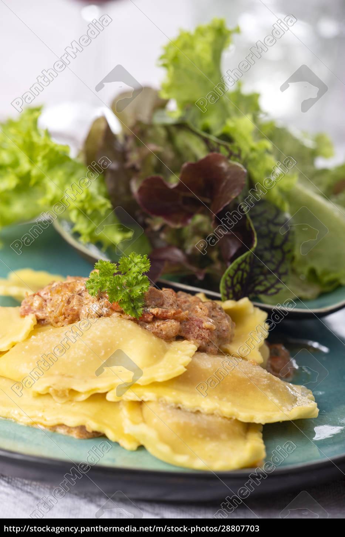 ravioli, with, cream, sauce - 28807703