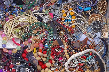 bijoux flea market