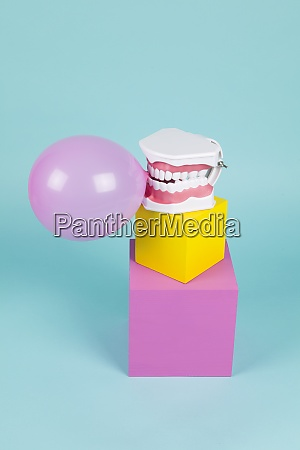 chewing gum bubble tooth