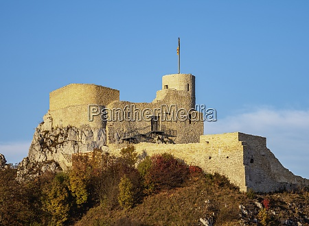 rabsztyn castle ruins trail of the