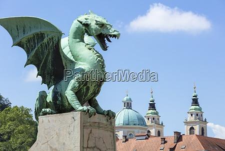 dragon statue on the dragon bridge