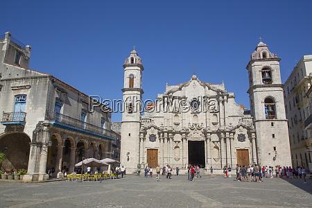 cathedral de san cristobal plaza de