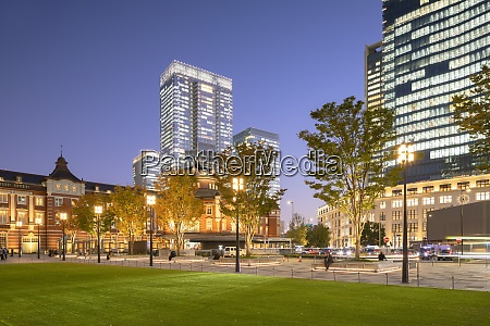 tokyo station and skyscrapers of marunouchi