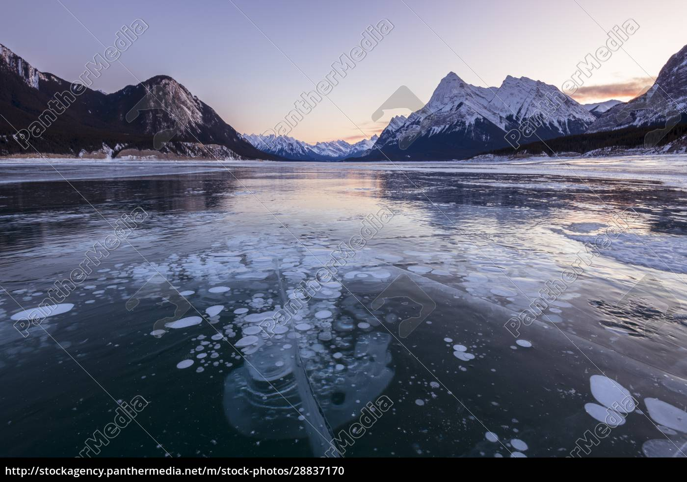snow, capped, mountains, with, methane, bubbles - 28837170