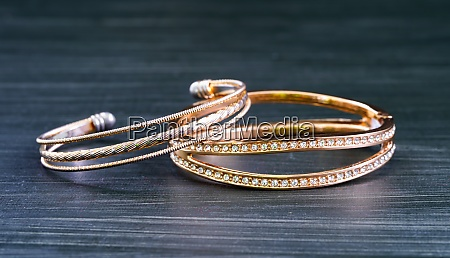 gold wedding rings with diamond