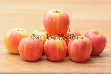 many mini apples