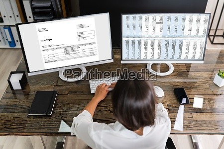 woman analyzing digital e invoice