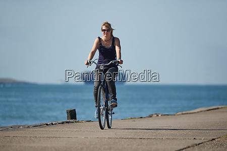 cycling along dutch shores