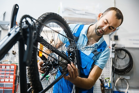 bicycle assembly in workshop chain installation
