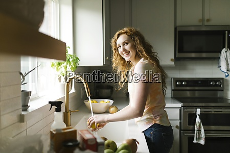 woman washing lemon