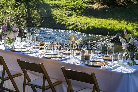 outdoor dinner table setting