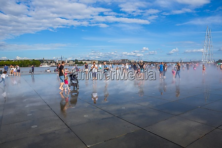 famous bordeaux water mirror full of