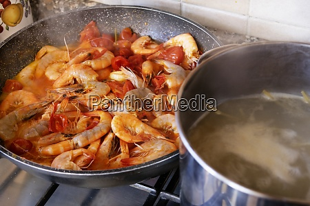 pasta with shrimps sauce