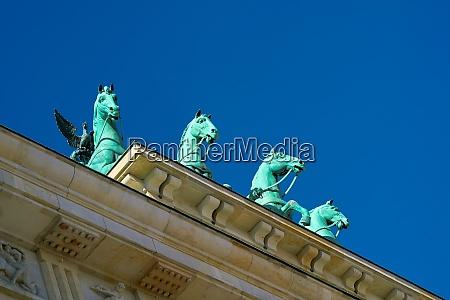 quadriga at the brandenburg gate in
