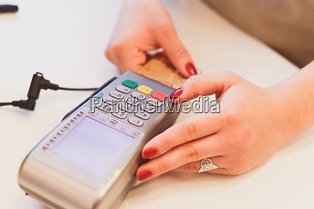 moment of payment with a credit