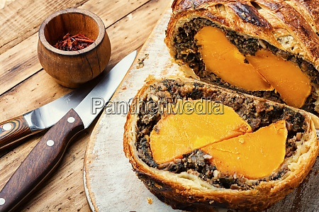 roll stuffed with mushrooms and pumpkin