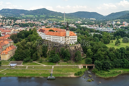 view on the tetschen castle and