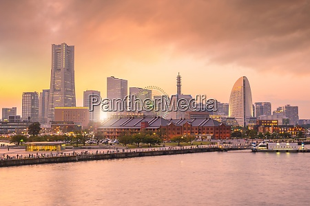 yokohama city skyline at sunset