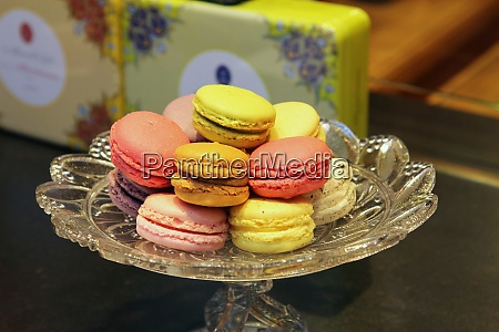 macaroons traditional parisian cookie