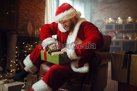 bad drunk santa claus opens gifts