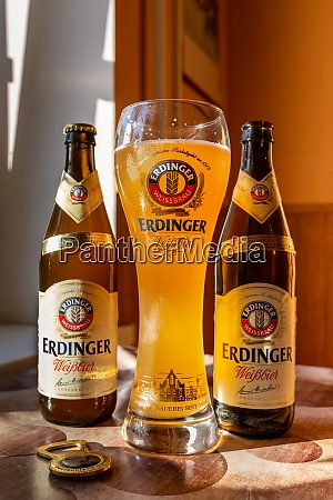 erdinger beer is poured in a