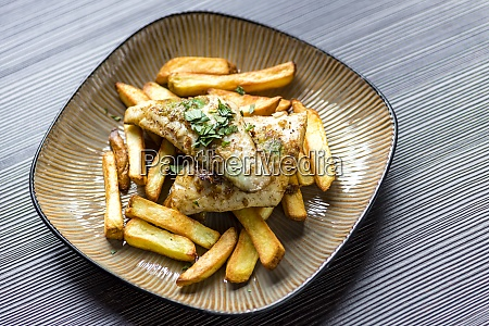 fried zander with homemade potato chips