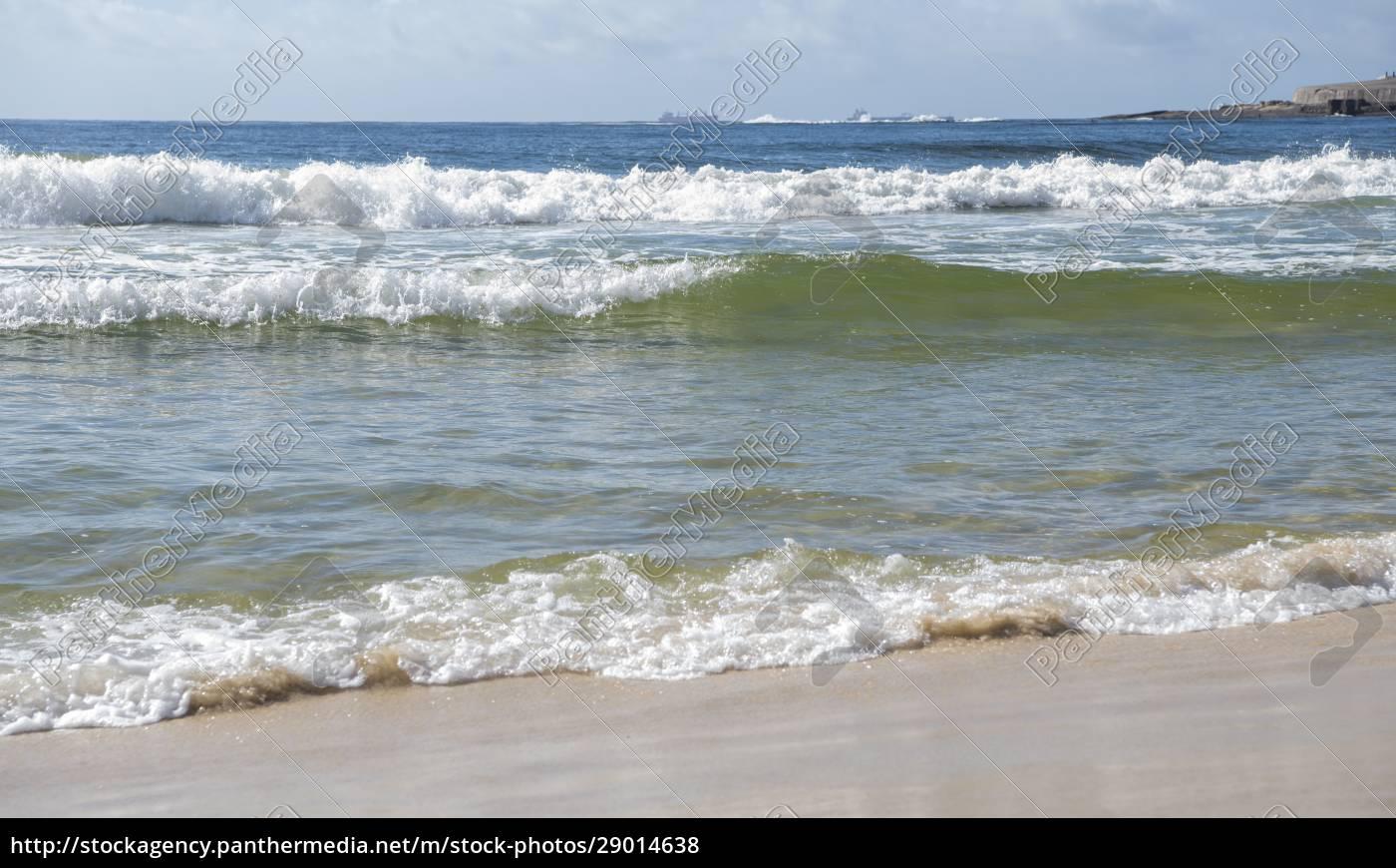 ocean, surf, on, the, beach, of - 29014638