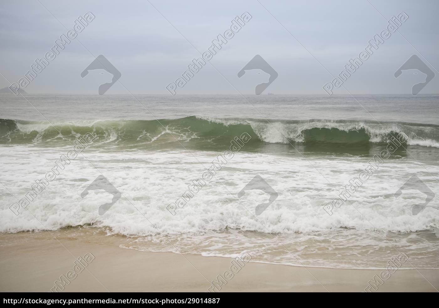 ocean, surf, on, the, beach, of - 29014887