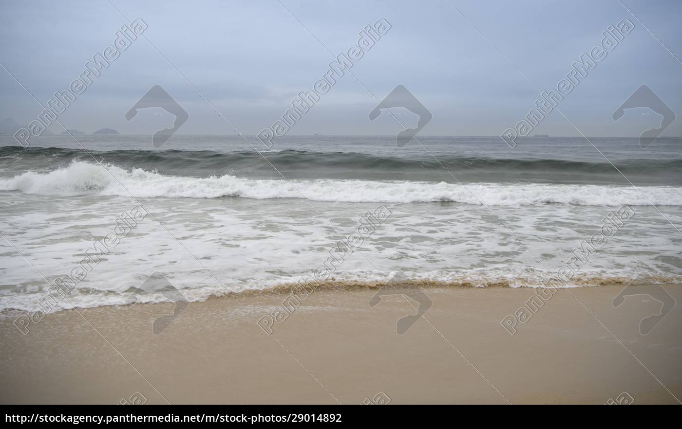ocean, surf, on, the, beach, of - 29014892