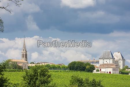 church with vineyard in saussignac near