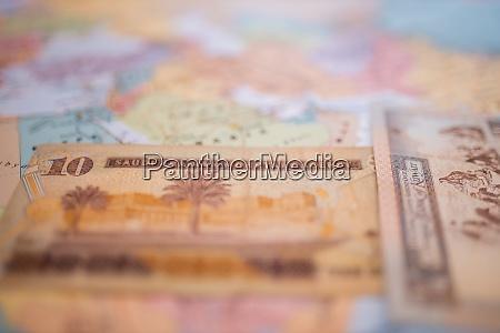 ten riyals bill and a quarter
