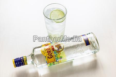 bottle of gordons london dry gin