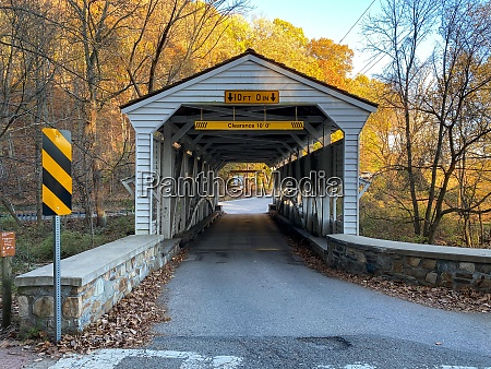 the knox covered bridge on an