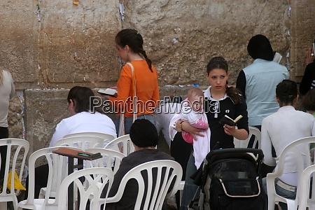 jewish women pray at the western