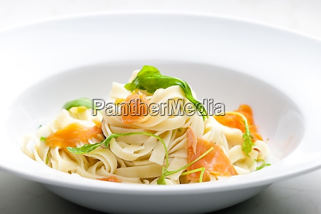 tagliatelle with smoked salmon and spinach